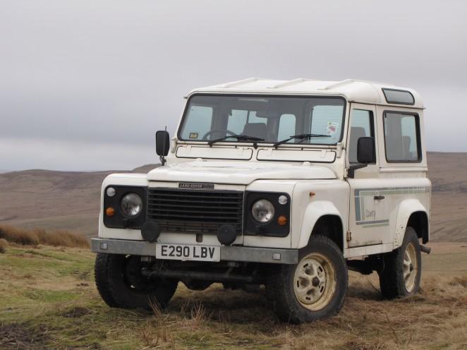 Land Rover 90 V8 County Station Wagon