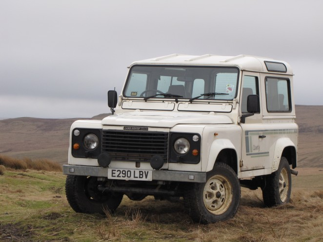 Land Rover 90 V8 County Station Wagon