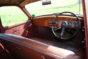 Large steering wheel and a great column gearchange