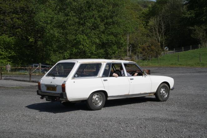 Peugeot 504 estate rear