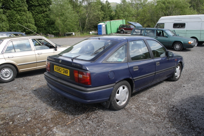 Facelift model with extra trim between lights