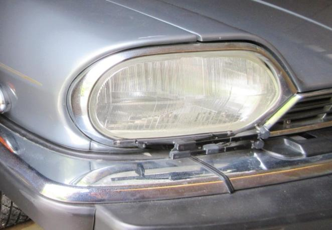 Jaguar's XJ-S used a pantograph headlamp wiper. OOOOH!