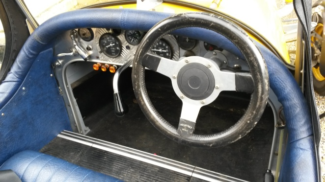 Note upside-down Renault 6 gearlever. Very nicely finished inside.